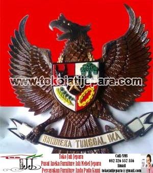 Hiasan Dinding TJJ02 Lambang Garuda Kayu Full Ukiran