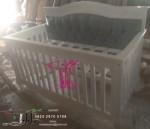 Tempat Tidur Box Bayi Bangku Kayu Minimalis