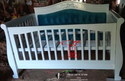 Tempat Tidur Bayi Bangku Sofa